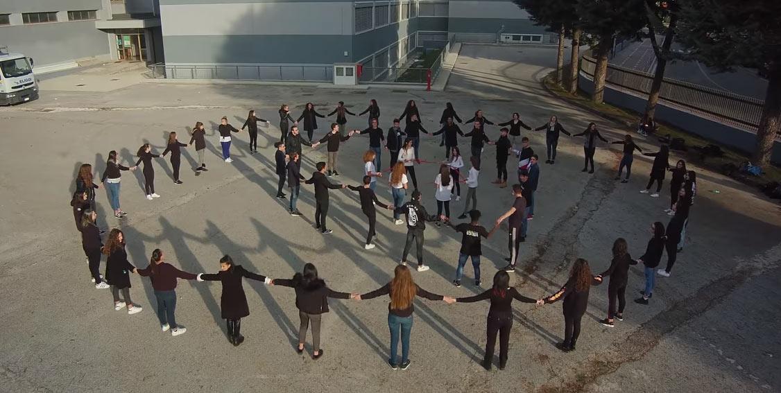 """Grande successo per Never More, lo spettacolo contro la violenza sulle donne del Liceo Scientifico """"M. Vitruvio P"""""""