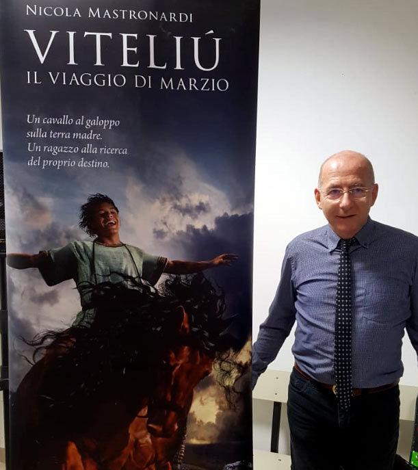 """Lo scrittore Nicola Mastronardi al Liceo Scientifico per presentare il suo libro """"Viteliù"""""""