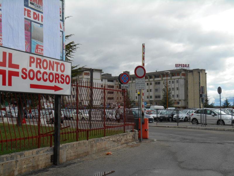 Chiusa di notte la stazione di Avezzano, i barboni si spostano in pronto soccorso