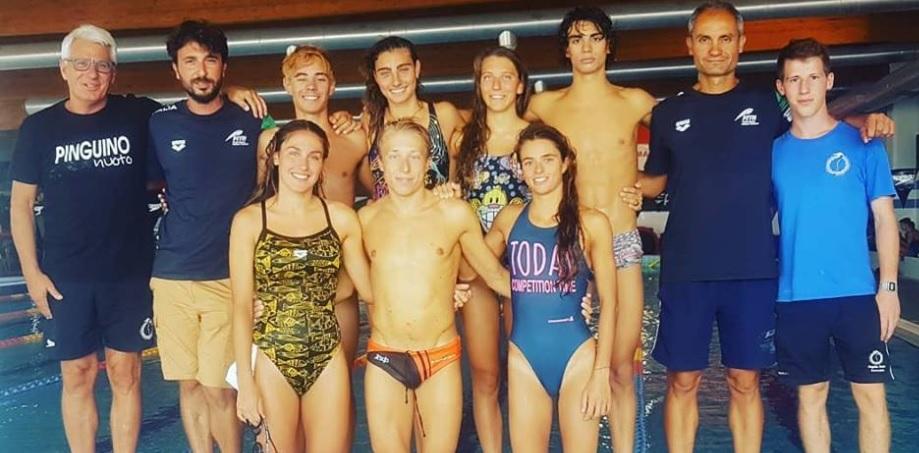  Alcuni atleti presso la struttura della Pinguino Nuoto di Avezzano. 