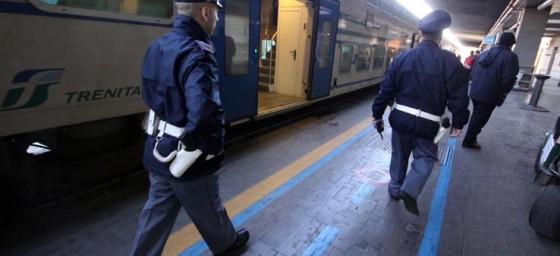 In giro per la stazione con il coltello, denunciato per porto abusivo un 27enne