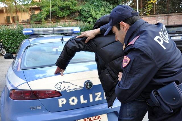 Inseguito da un poliziotto fuori servizio è stato arrestato con la cocaina