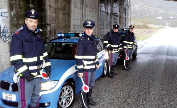 Controlli della Polizia Stradale di Avezzano: 19 denunce e patenti di guida ritirate