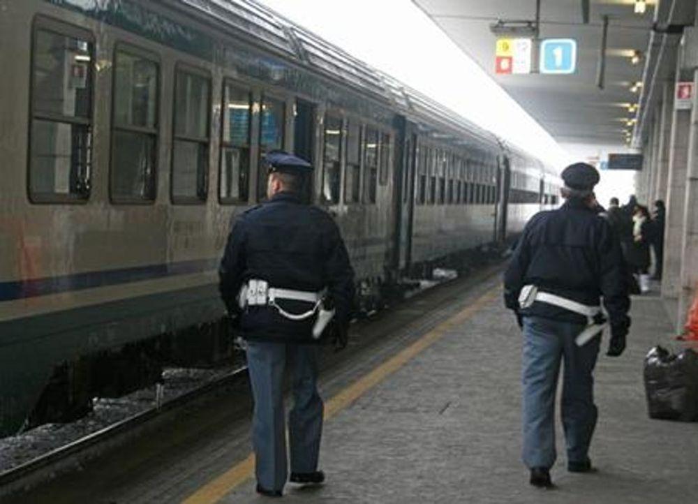 Si aggira nella stazione ferroviaria armato di coltello, denunciato