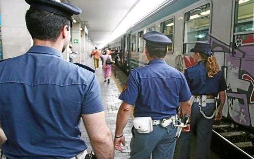 Scoperto sul treno senza biglietto, minaccia e ingiuria il capotreno. Denunciato dalla Polfer