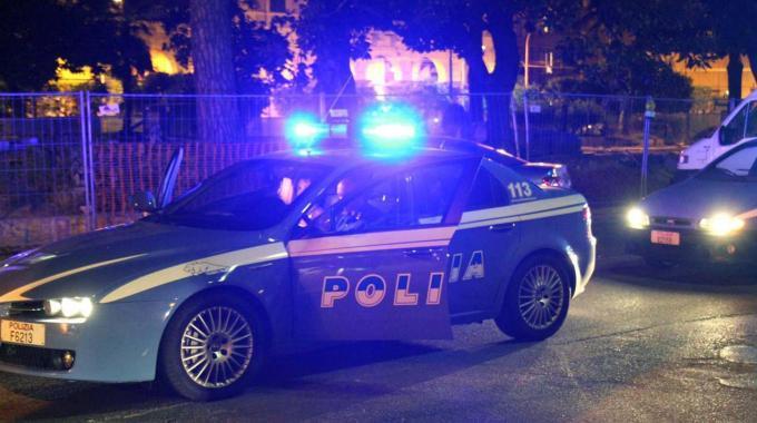 Guidava ubriaco e sbatte contro la macchina della polizia
