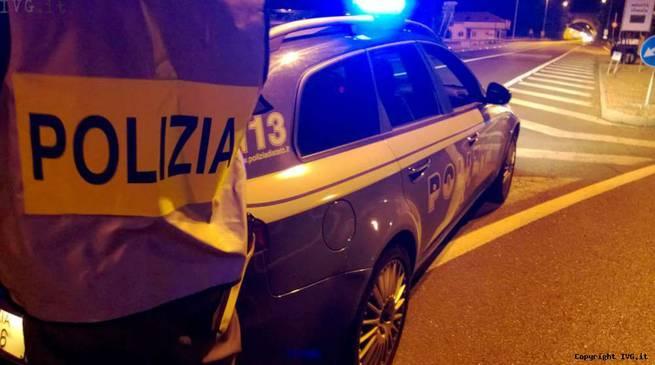 Guida ubriaco e fugge all'alt della polizia
