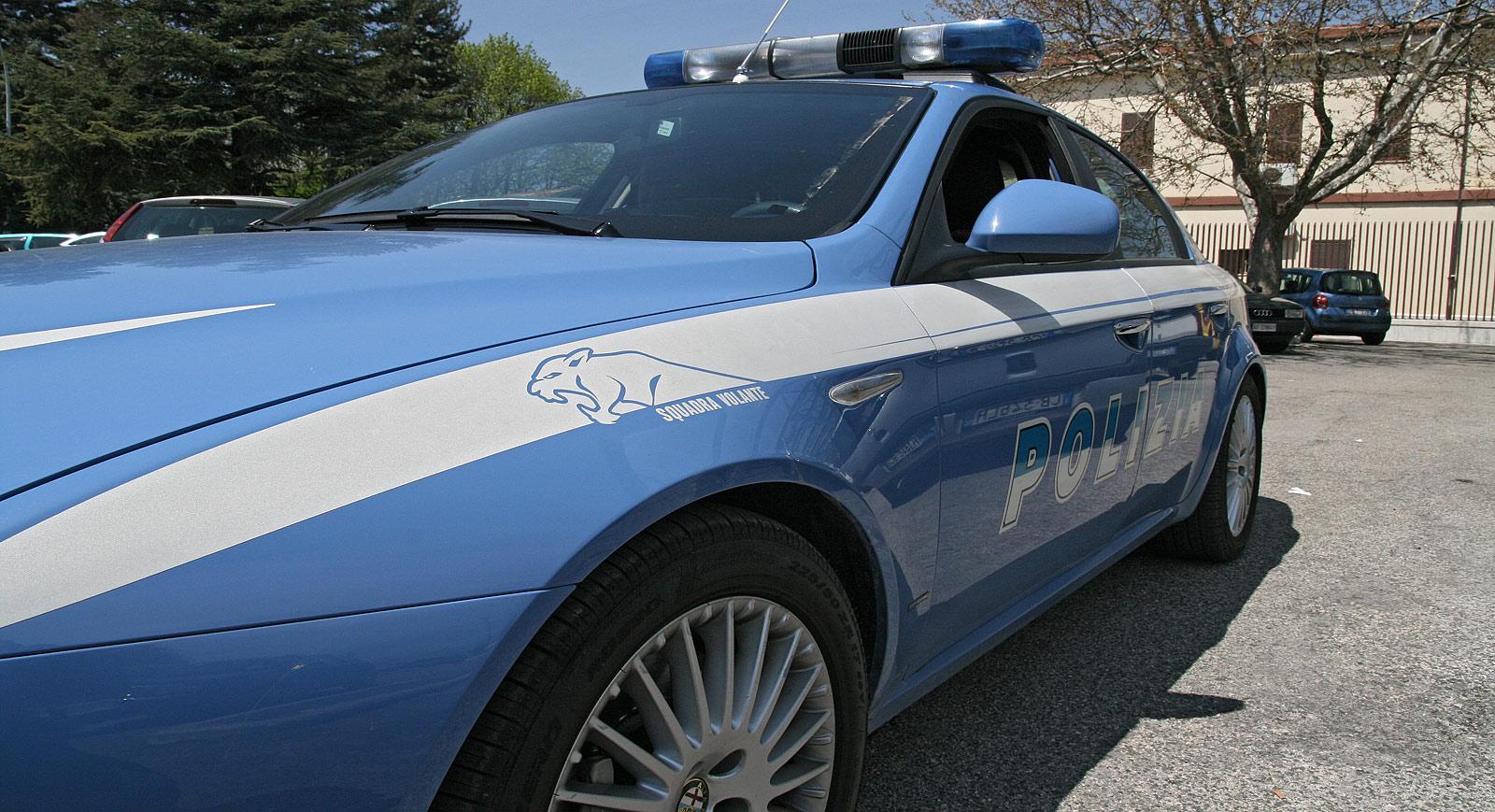 Resistenza e violenza contro i poliziotti, arrestato un uomo irregolare in Italia e con precedenti