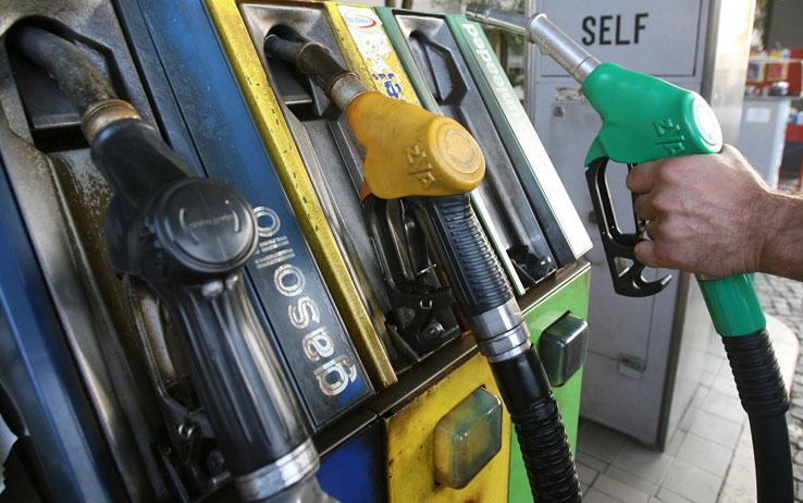 Danneggiamenti al distributore, distrutte le pompe di benzina