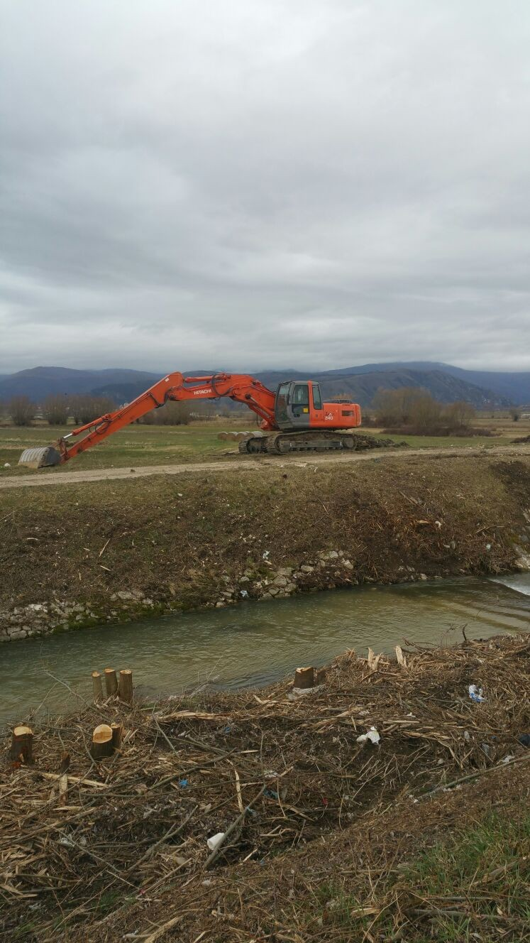 """Cerchio, dopo 40 anni il Comune provvede a ripulire i fossi e fare manutenzione nell'""""allacciante del Giovenco"""""""