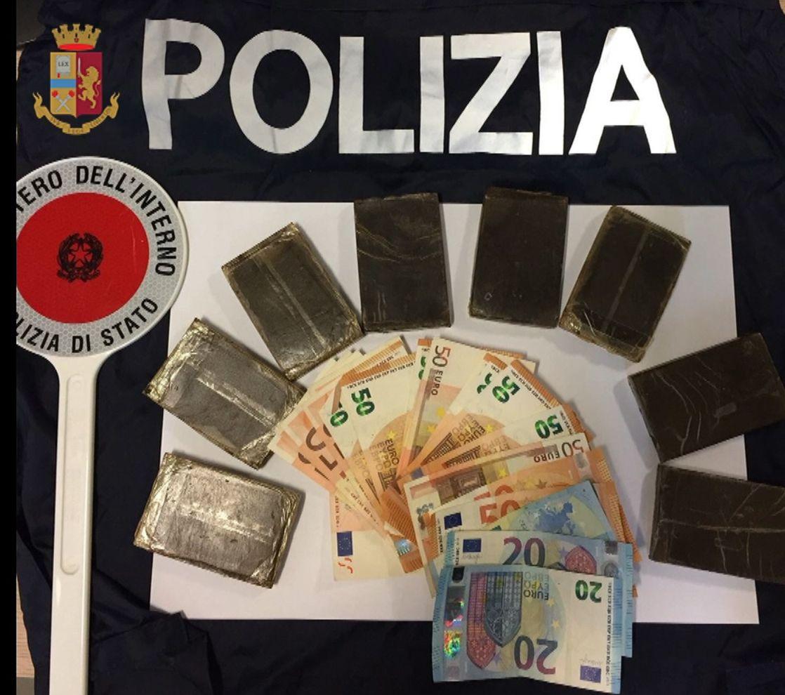 Sotterrano droga. Arrestati due pusher in prossimità di un rudere