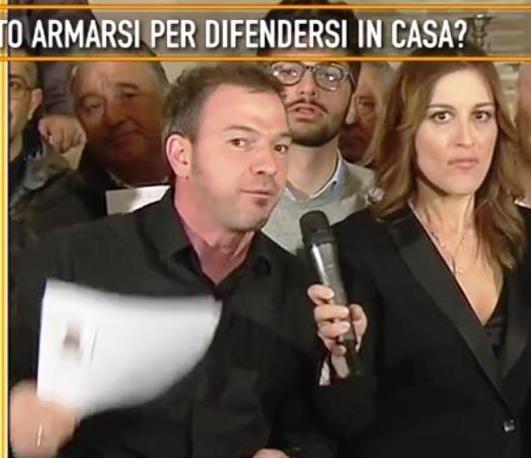 Quinta Colonna arriva a Celano per l'allarme sicurezza. Offese a Cecchi Paone in diretta tv. I politici vogliono la pistola ma finiscono nelle inchieste per sfruttamento dell'immigrazione clandestina