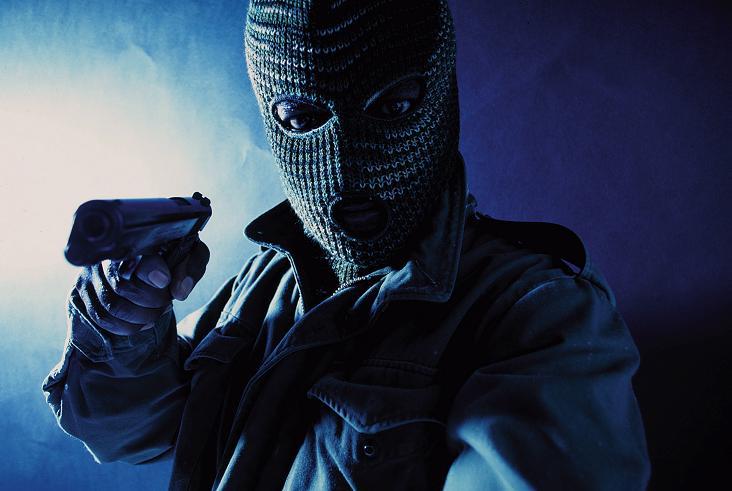 Notte di terrore al Bingo, rapinatori armati disarmano il vigilantes e fuggono con l'incasso