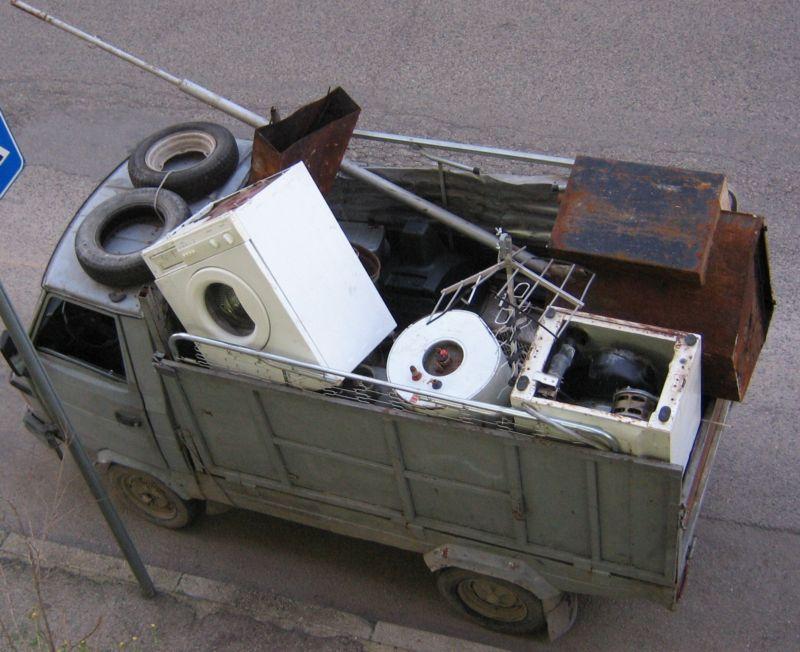 Attività di gestione di rifiuti non autorizzata, nei guai un uomo