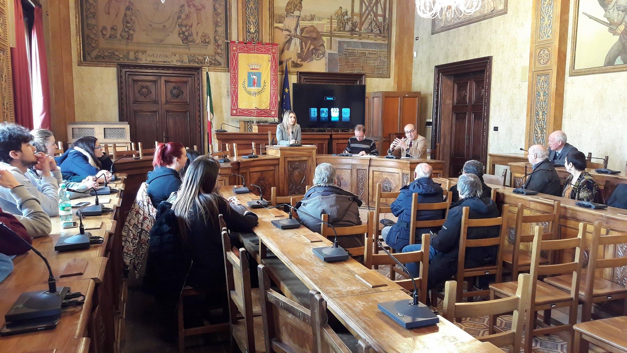 """Presentato agli studenti il """"contestato"""" documentario da 36mila euro. Entrerà nelle scuole per raccontare il prosciugamento del lago"""