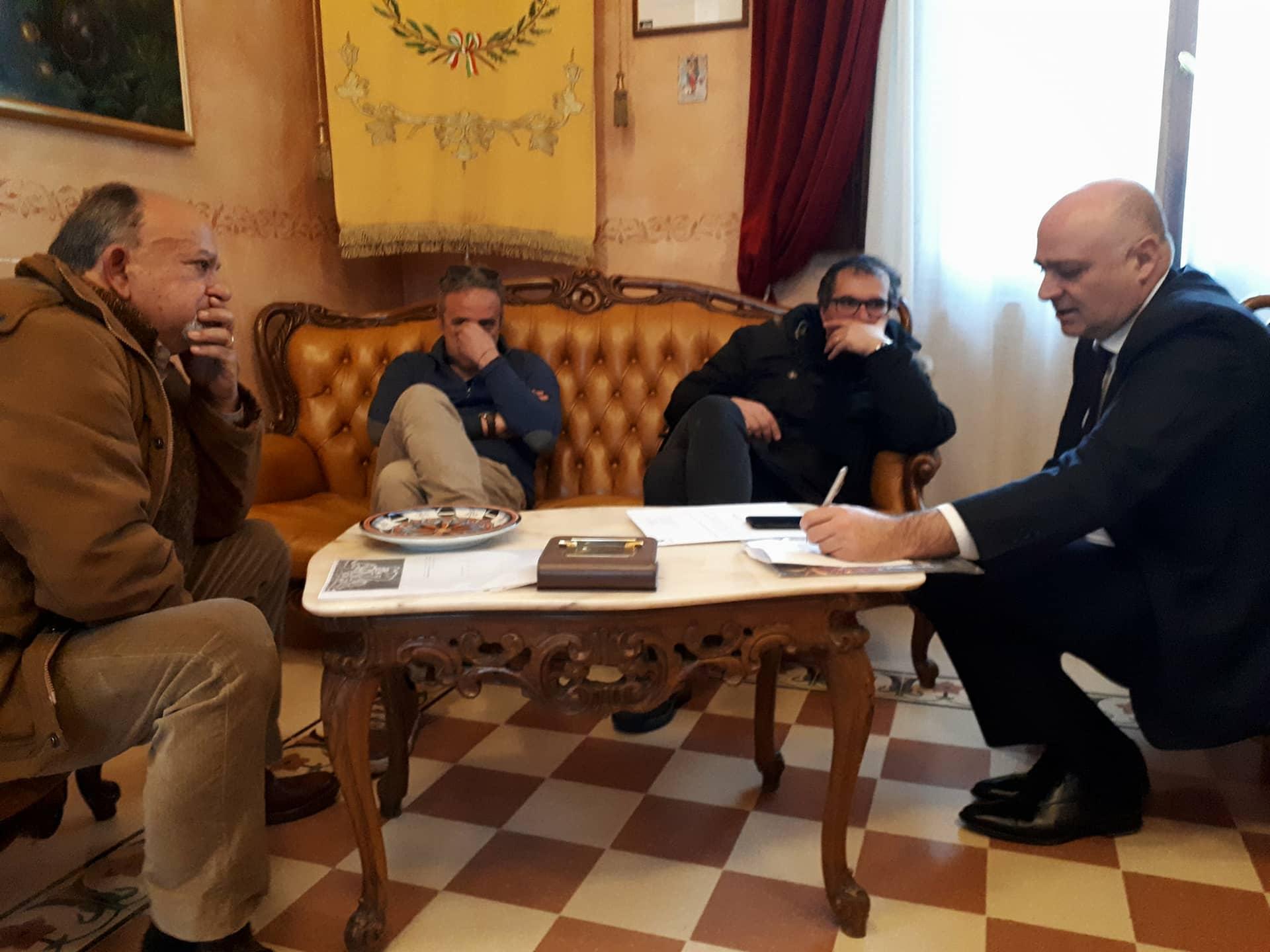 Restauro della statua di Vito Taccone, il sindaco De Angelis trova l'accordo con l'artista Morelli