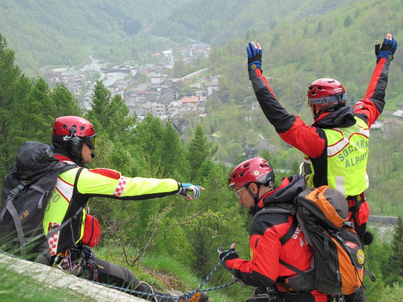 Scivola e si ferisce gravemente sul Monte Ortara, salvo grazie al Cnsas