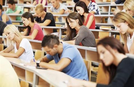 Allarme scuola: in Abruzzo 2.000 studenti in meno, calano anche docenti e personale