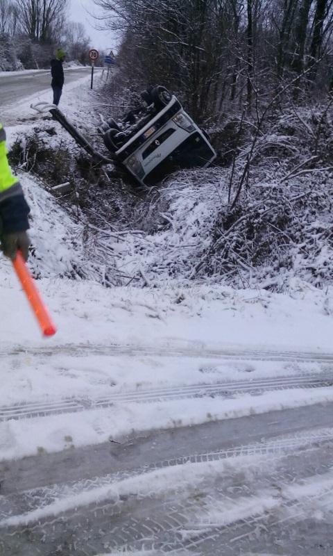 Neve e ghiaccio, incidenti sulle strade. Ferito gravemente anche un carabiniere