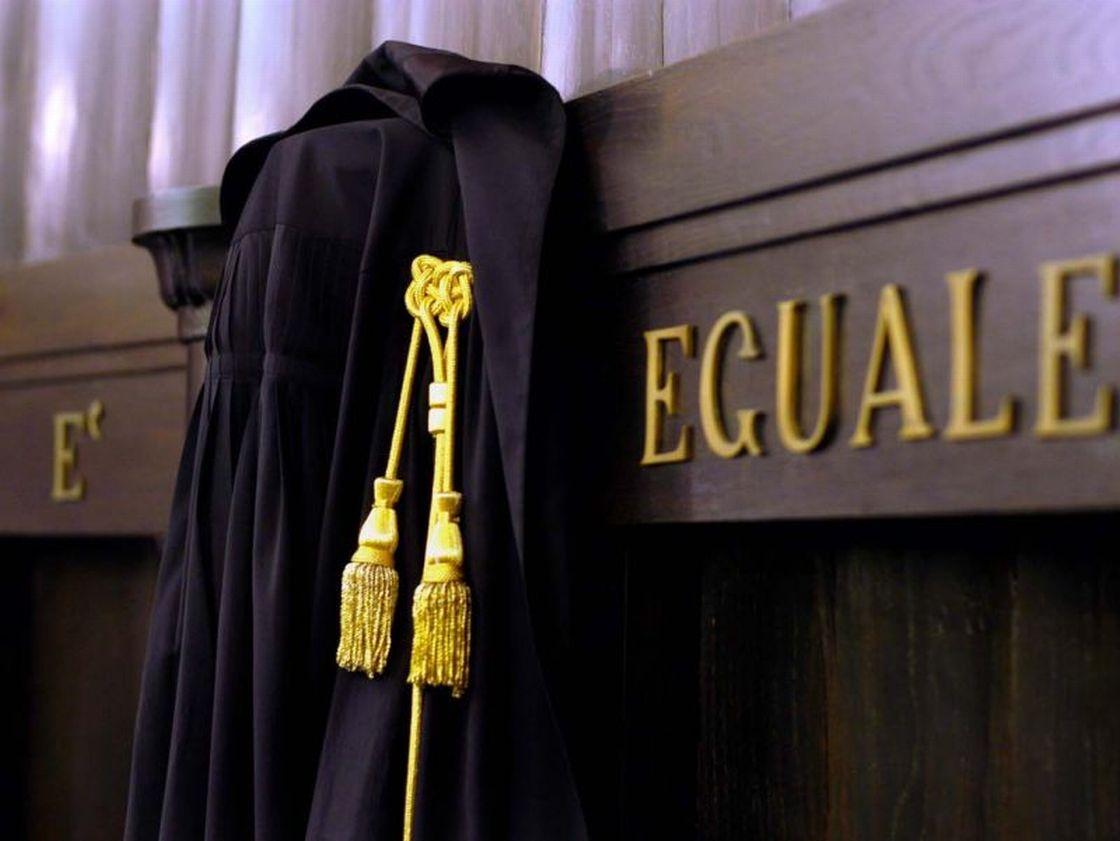 Furto di toga in Tribunale: avvocato si sfoga su Facebook