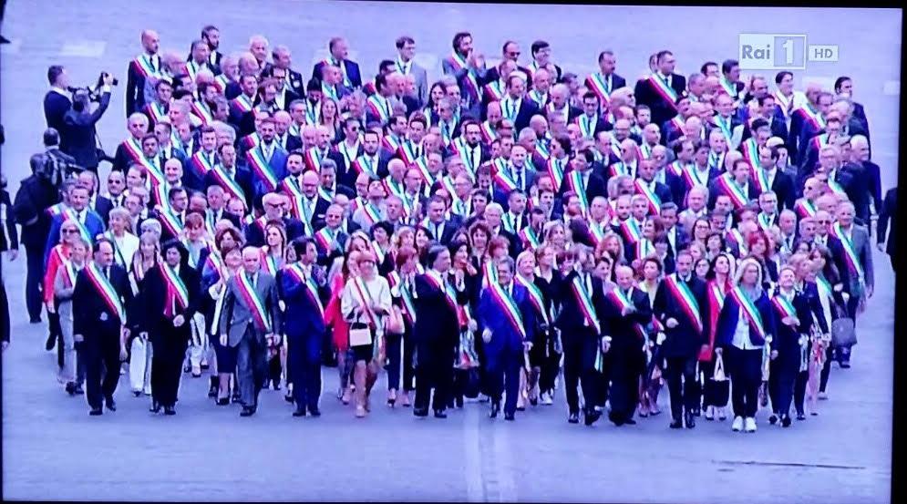 Avezzano tra i 400 Comuni presenti alla parata per il 70° della Repubblica
