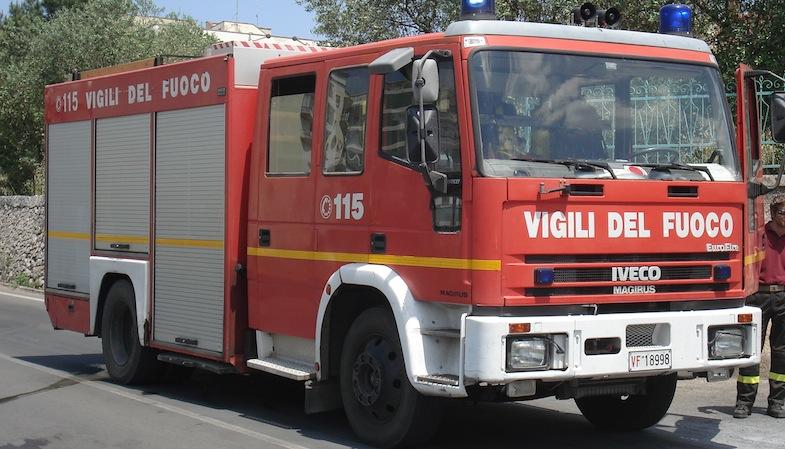Vasto incendio a Magliano, a lavoro i vigili del fuoco