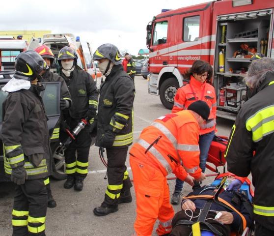 Impatto all'incrocio, due feriti