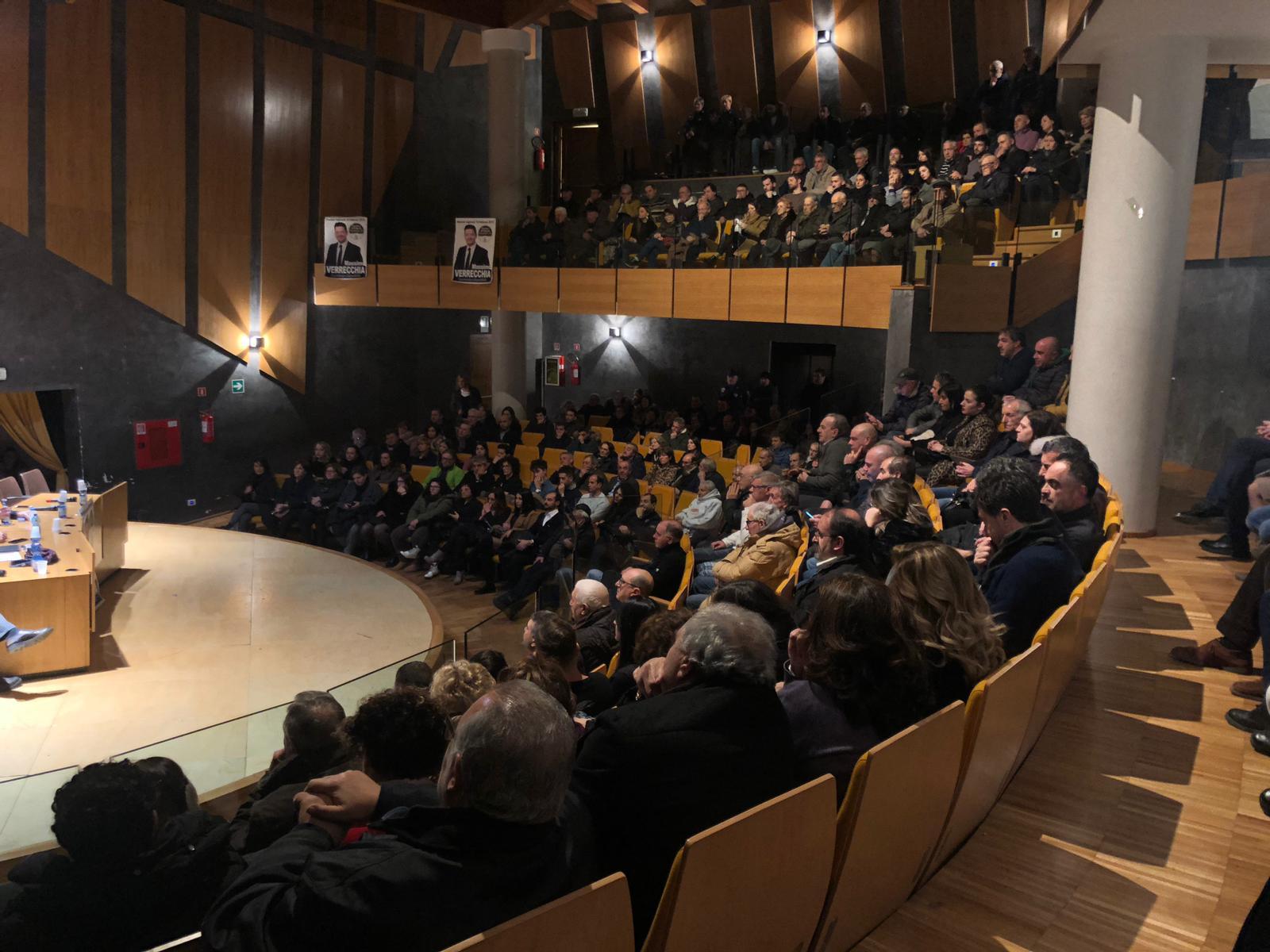 Grande folla a Celano per Massimo Verrecchia e Angela Taccone