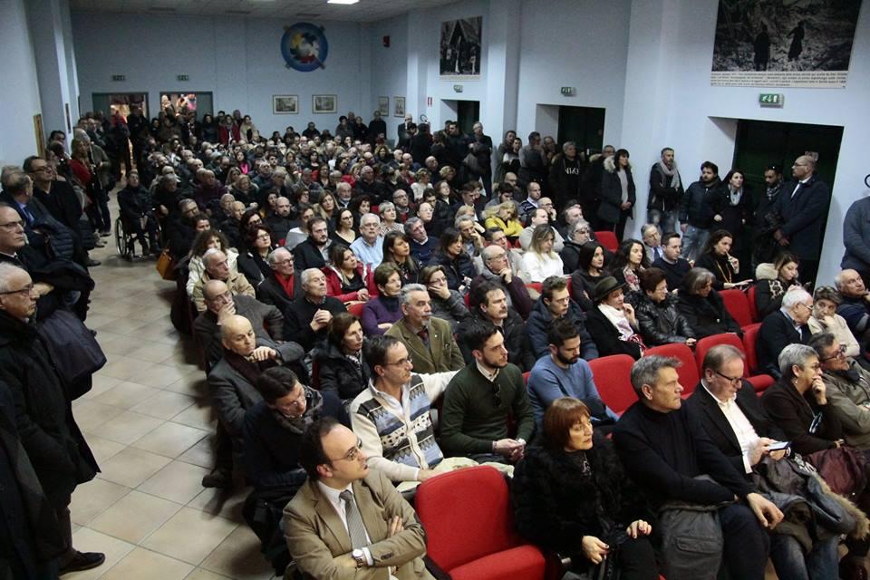 Giuseppe di Pangrazio lancia la candidatura alle regionali, centinaia di cittadini lo accolgono al Don Orione di Avezzano