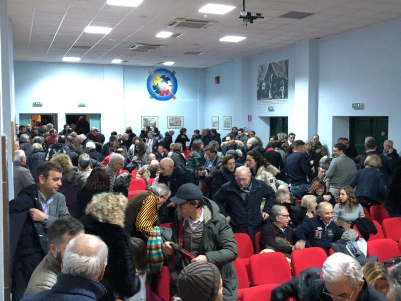 Bagno di folla con Iride Cosimati per Guido Liris ad Avezzano