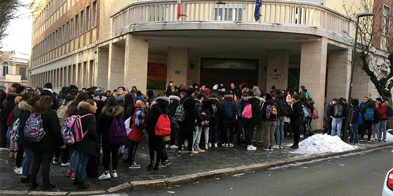 Aule fredde, gli studenti del Liceo Classico di Avezzano si rifiutano di entrare