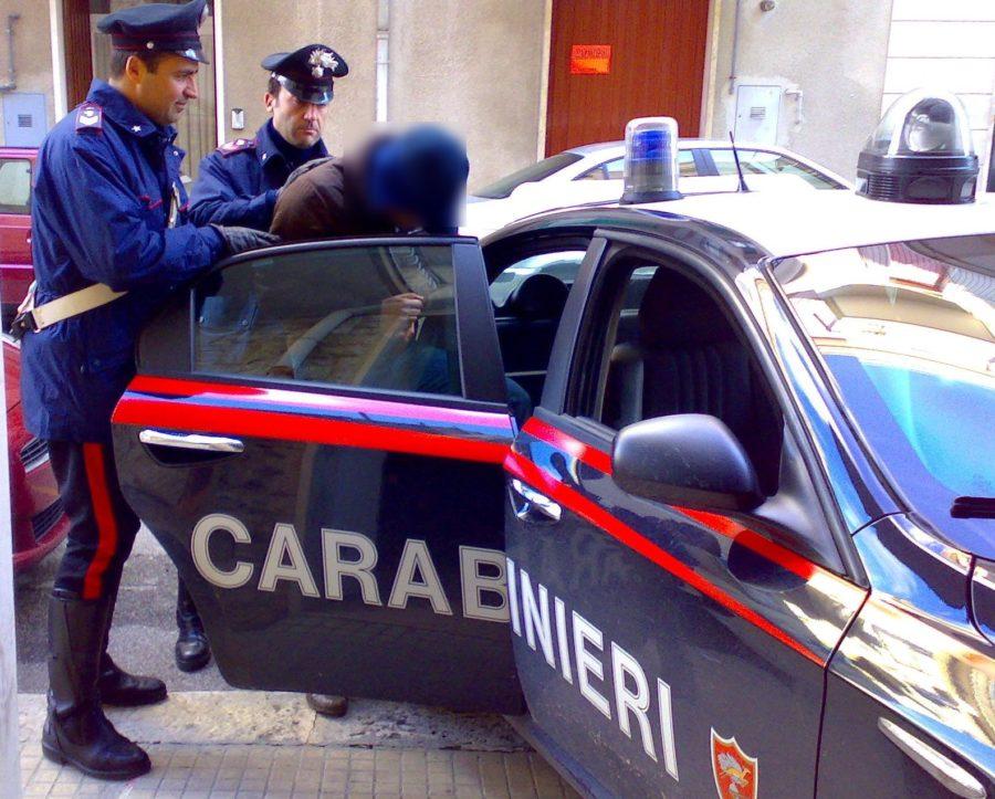 """Sorpreso a rubare in un'area sottoposta a sequestro, arrestato dai Carabinieri per """"furto aggravato e violazione dei sigilli"""""""