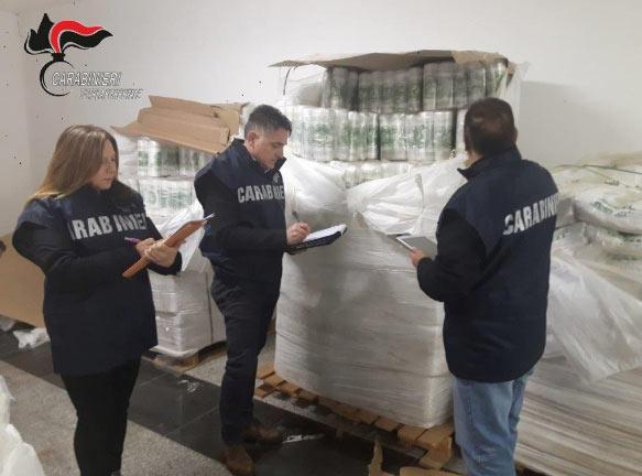 I Carabinieri Forestali sequestrano tonnellate di sacchetti per la spesa contraffatti
