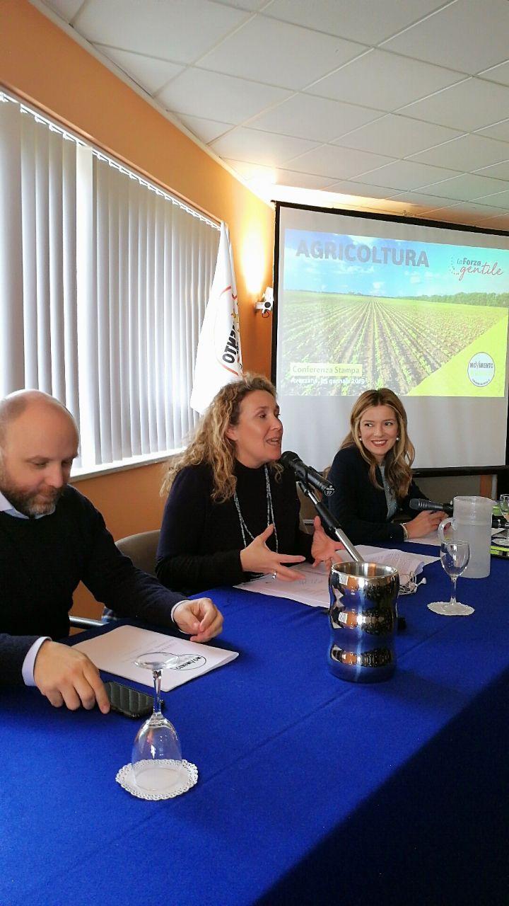 Sara marcozzi ad Avezzano per presentare il programma del voltura del M5s, con lei il sottosegretario di stato Alessandra Pesce