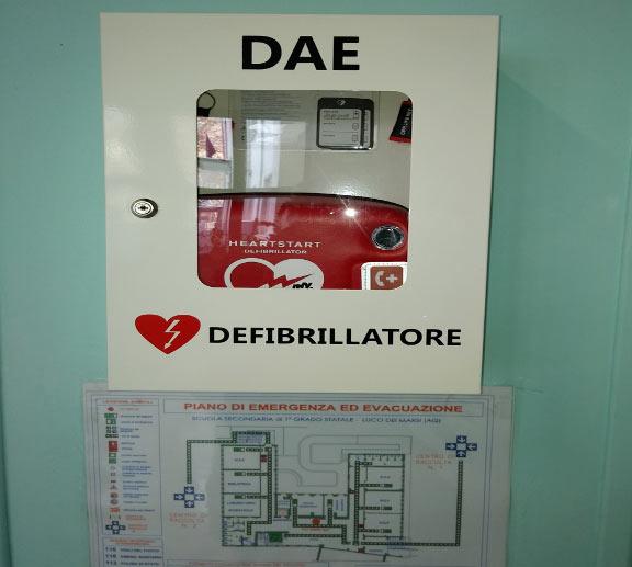 """L'Istituto Comprensivo """"Ignazio Silone"""" di Luco dei Marsi ha il suo defibrillatore"""