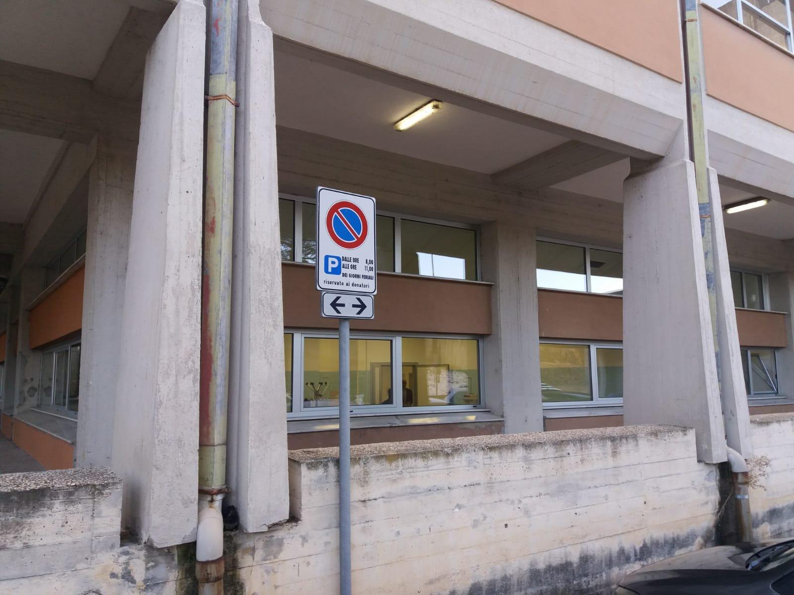 Parcheggi riservati ai donatori perennemente occupati: la denuncia dei donatori del Vas di Avezzano