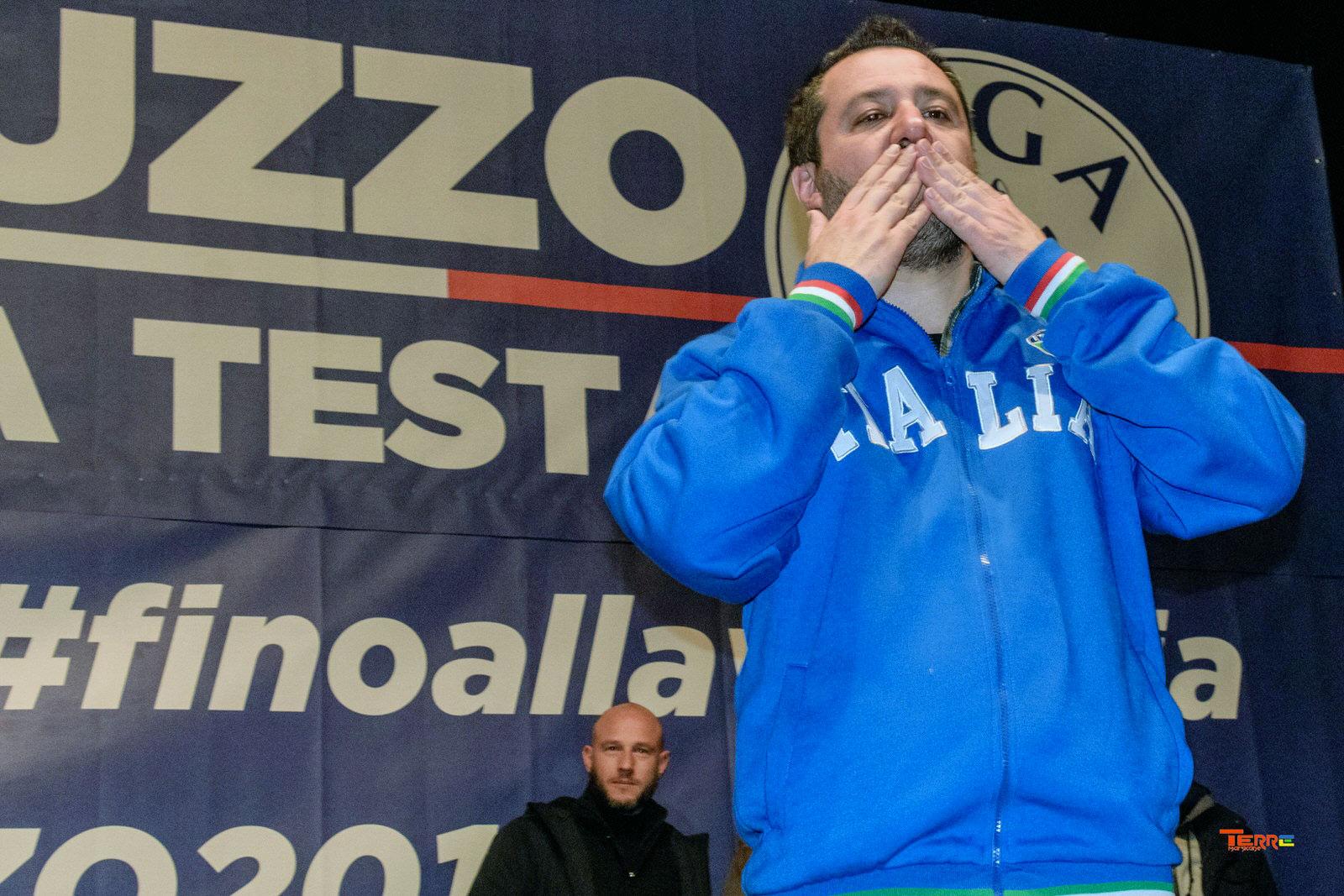 """Applausi e tifo da stadio per il discorso Matteo Salvini ad Avezzano, """"se ne avessi darei tutto a tutti ma se non ho penso ai miei"""" - Marsilio, ricostruire l'Abruzzo """"Il Tribunale non chiuderà, e L'Ospedale è il più pericoloso D'italia per la sua struttura"""""""