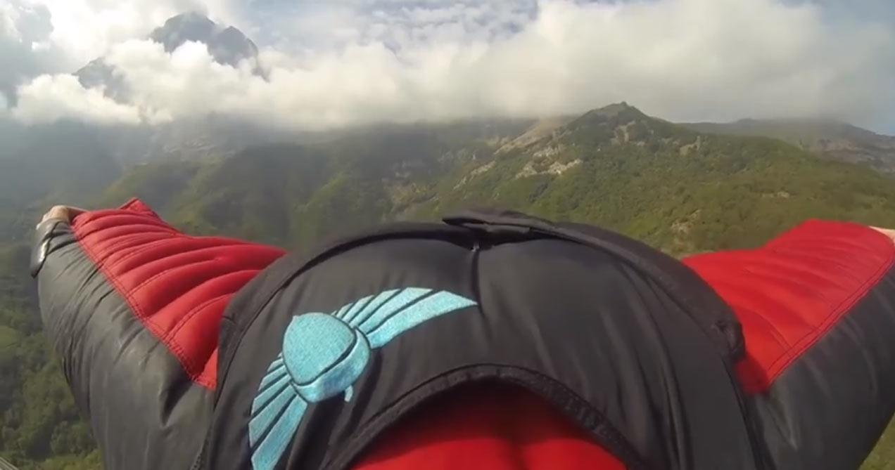 Si lancia dalla vetta del Gran Sasso con la tuta alare (Video del volo)