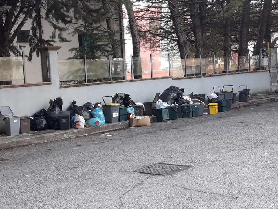 """Avezzano, rifiuti abbandonati in città, Eligi M5s """"ci sono aree che non vengano amministrate"""""""