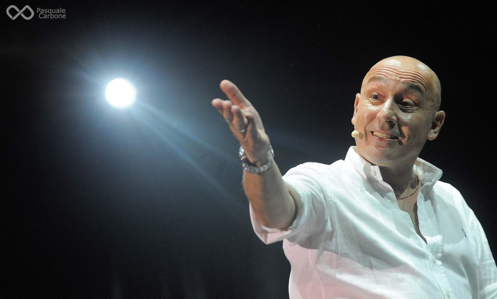 Arriva al Teatro dei Marsi il comico televisivo Maurizio Battista
