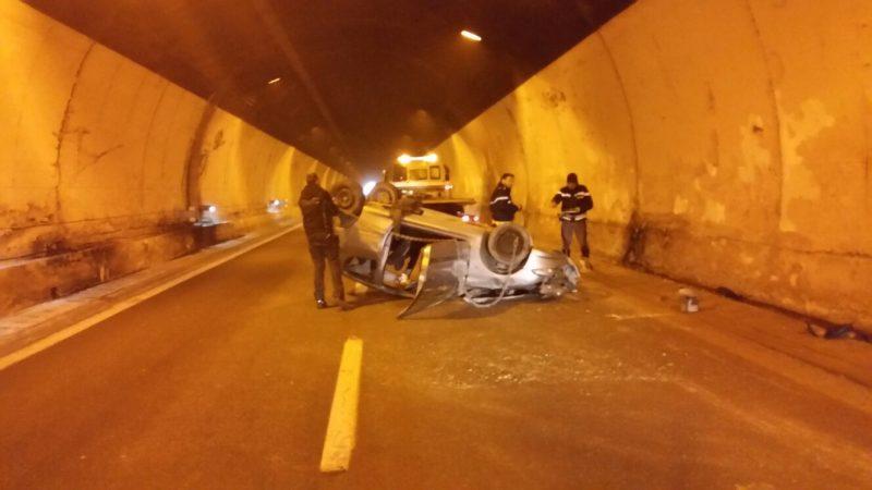 A25: auto si ribalta in galleria. Un ferito grave