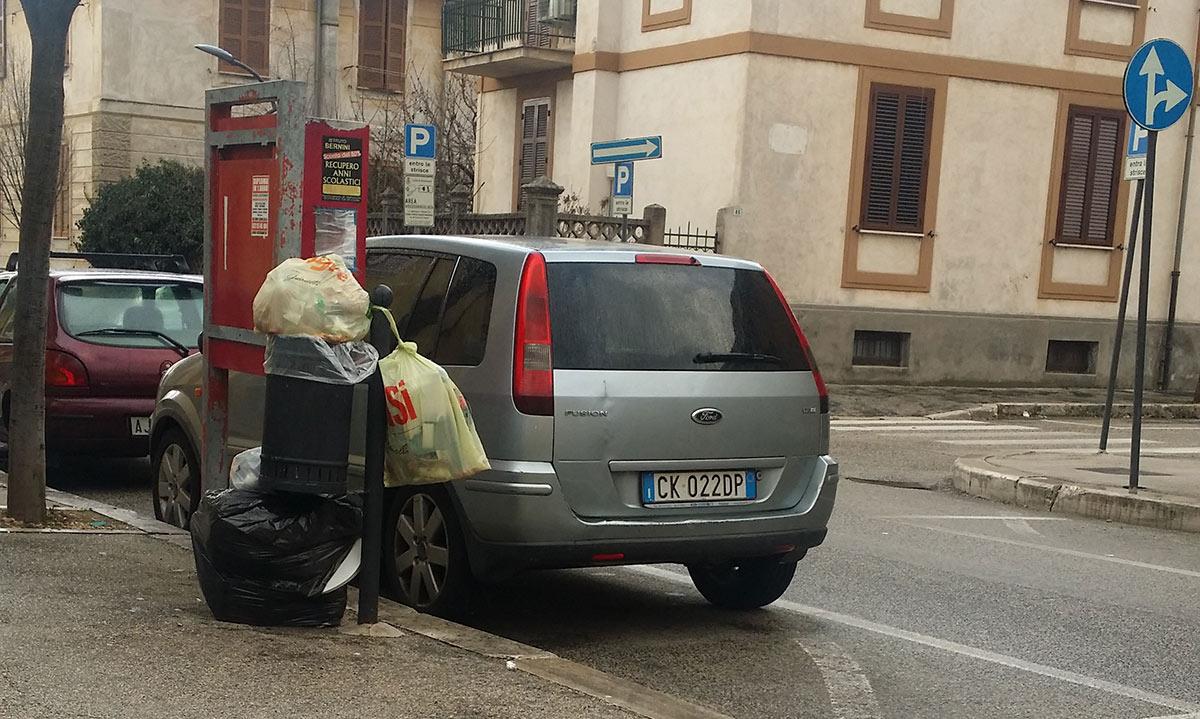 """""""Maleducati"""" del rifiuto in azione nel centro di Avezzano"""