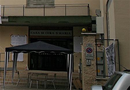 Ex clinica privata 'Santa Maria' nel degrado, CasaPound dà voce alla protesta dei residenti