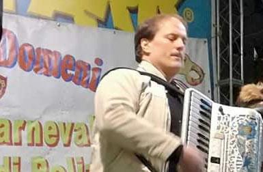 Il Fisarmonicista Maestro Danilo Murzilli trionfa al carnevale più antico d'Italia