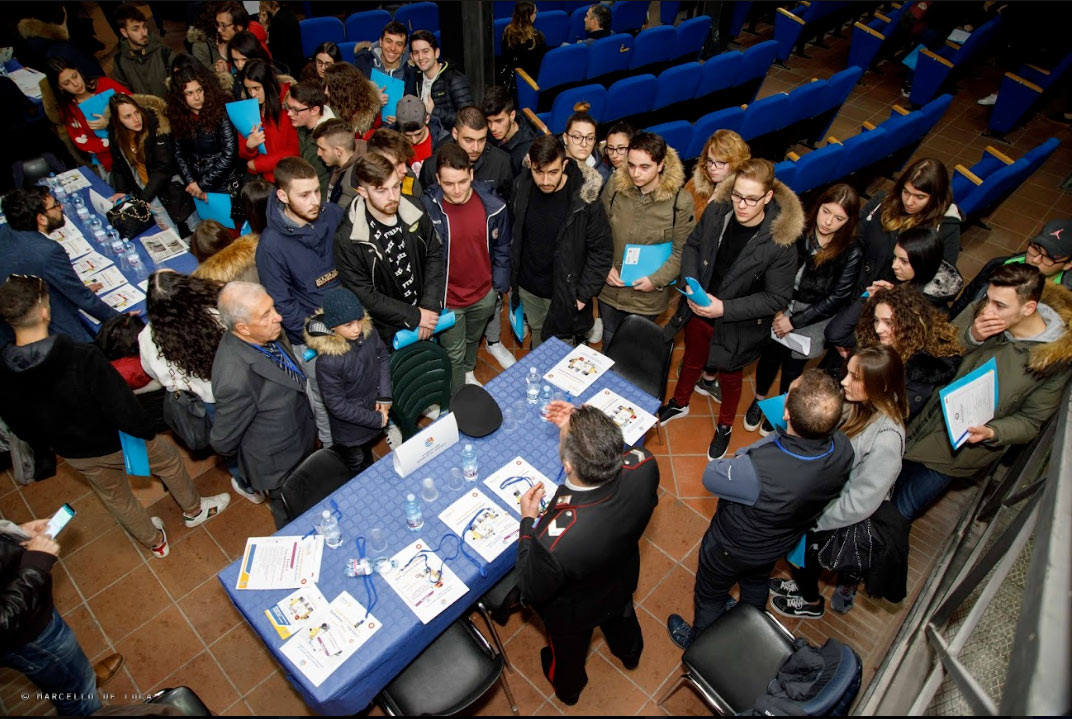 """""""I tavoli delle professioni"""": 270 studenti a confronto con oltre 100 professionisti grazie al Rotary Club Avezzano"""
