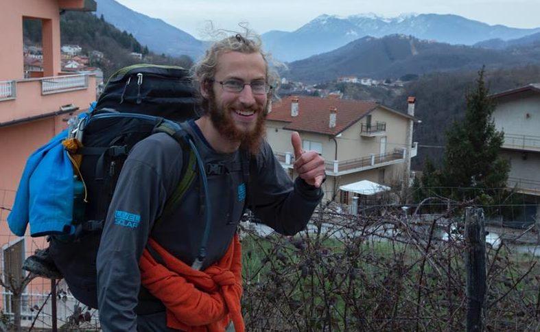 E' passato per la Marsica Jared Burris, il giovane che sta raggiungendo a piedi la Norvegia dalla Sicilia