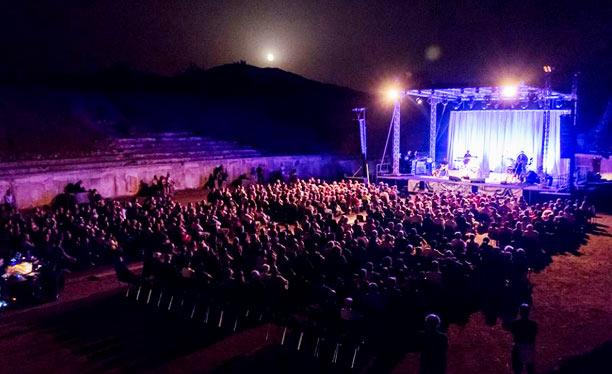 """Al via la rassegna teatrale indipendente """"Alba Off (Limits)"""", sei spettacoli all'anfiteatro romano di Alba Fucens dal 7 al 13 agosto 2020"""