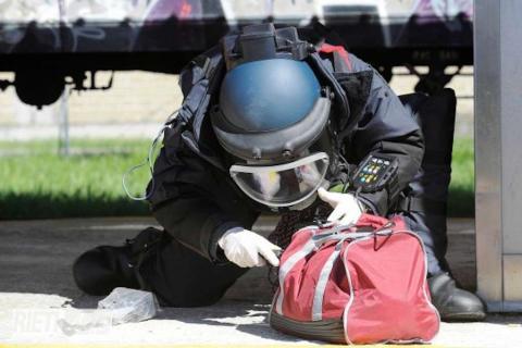 A24, intervengono gli artificieri fanno esplodere un bagaglio sospetto