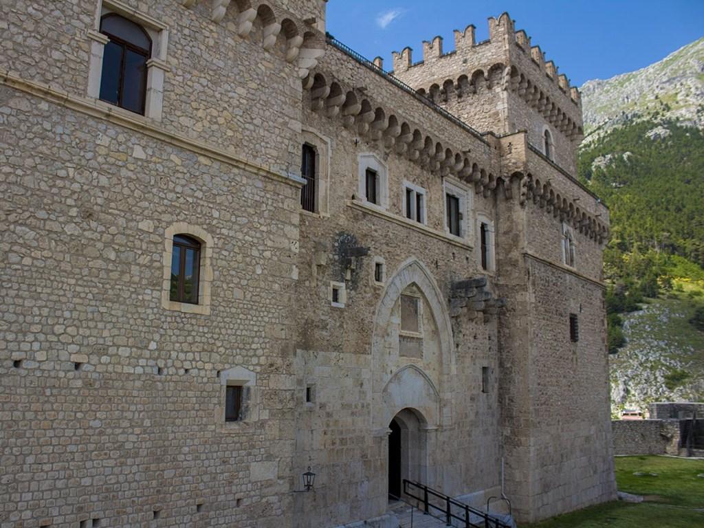 Al Castello Piccolomini di Celano 20 40 60 80 mostra d'Arte Contemporanea