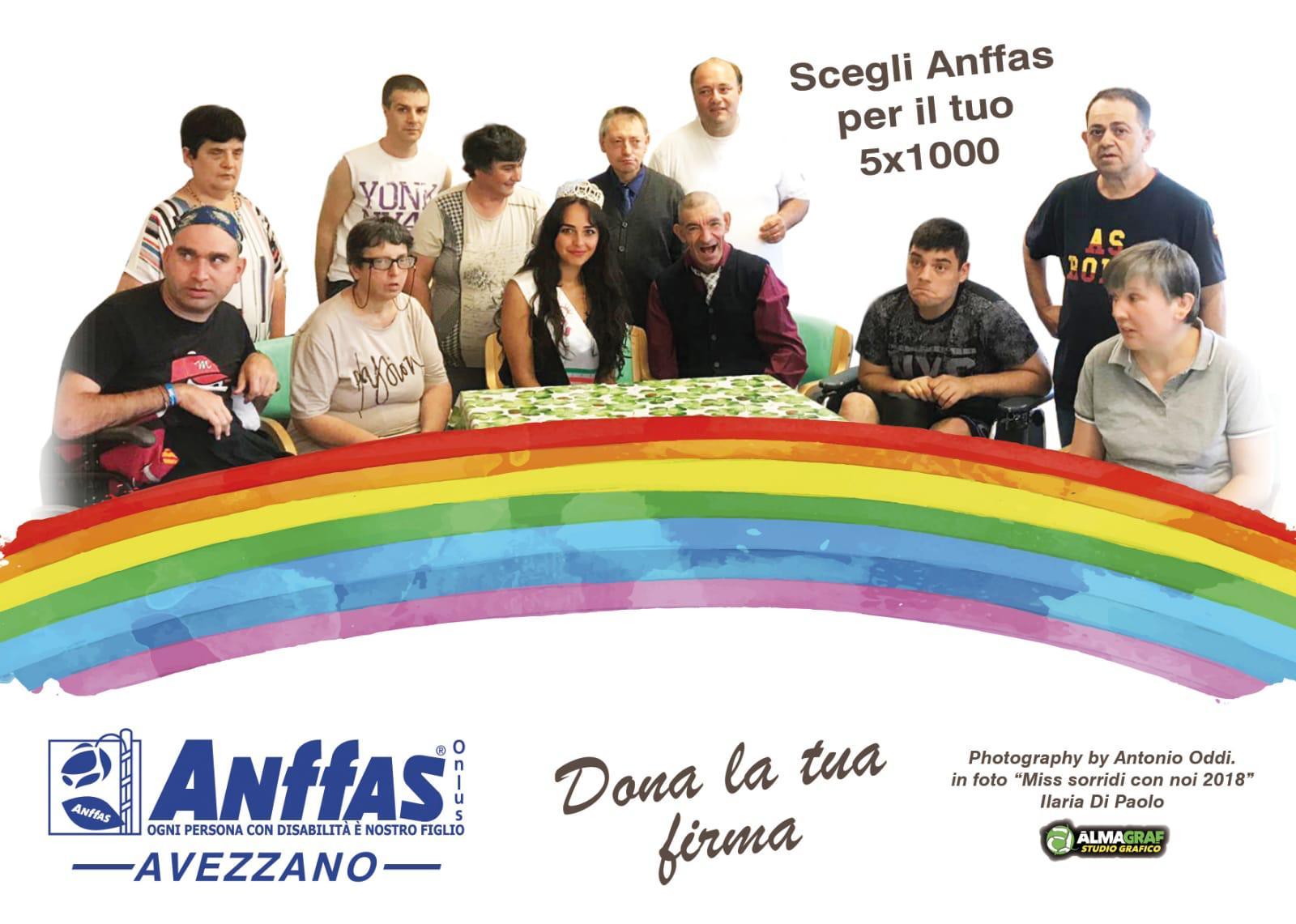 Cartoline Anffas Avezzano: Miss Sorridi con Noi in posa per la solidarietà